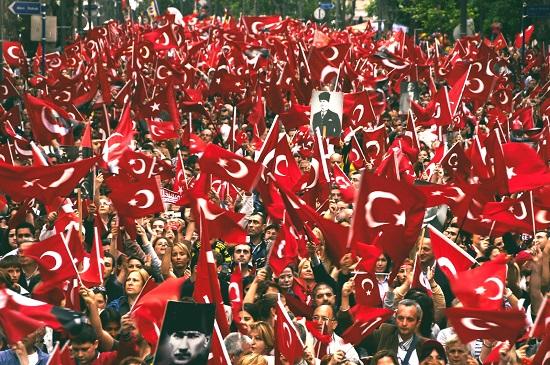 türk-bayraği-yürüyüş.jpg